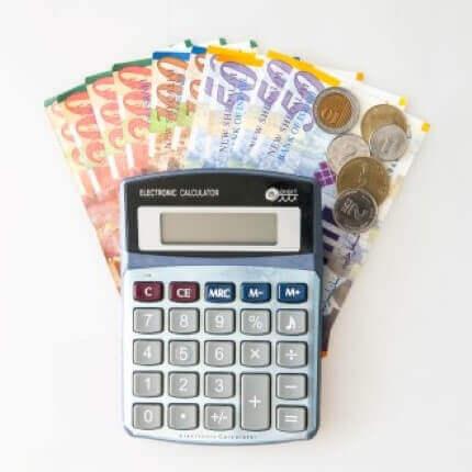 מחשבון עם כסף שניתן כהלוואה לעסק