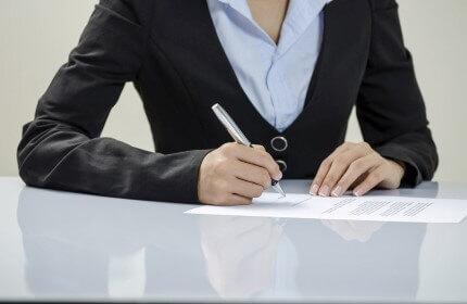 יועצת לסיוע לפרויקטים ומכרזים בינלאומיים חותמת