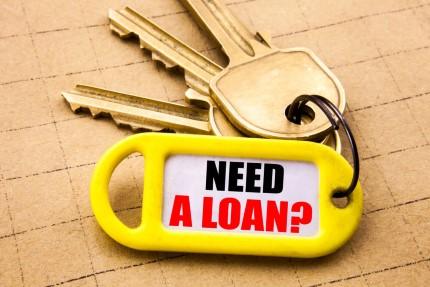 מחזיק מפתחות עם כיתוב זקוק להלוואה