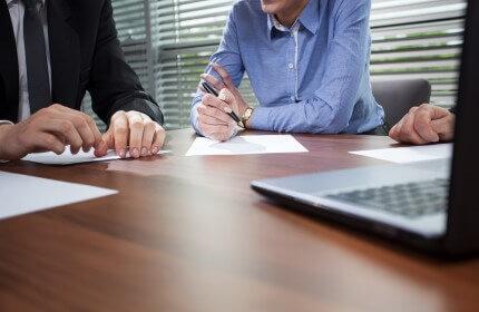 פגישת עסקים בקרן הלוואות לעסקים קטנים