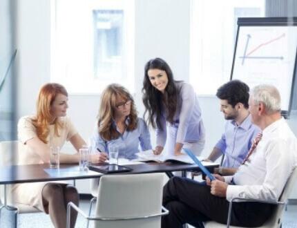 פגישה עסקית בקרן מימון לעסקים קטנים